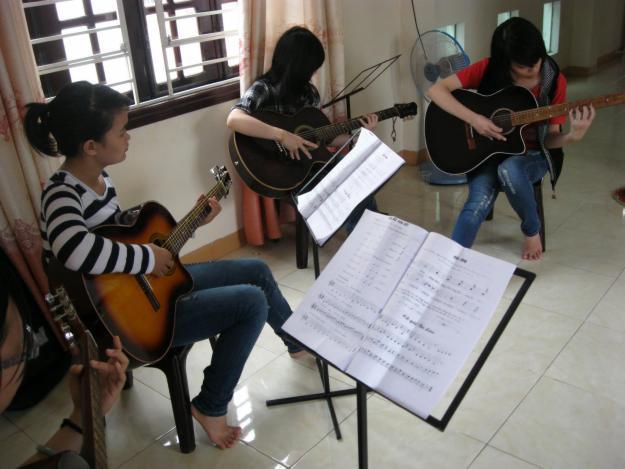 Cần gia sư dạy đàn Guitar tại quận 10